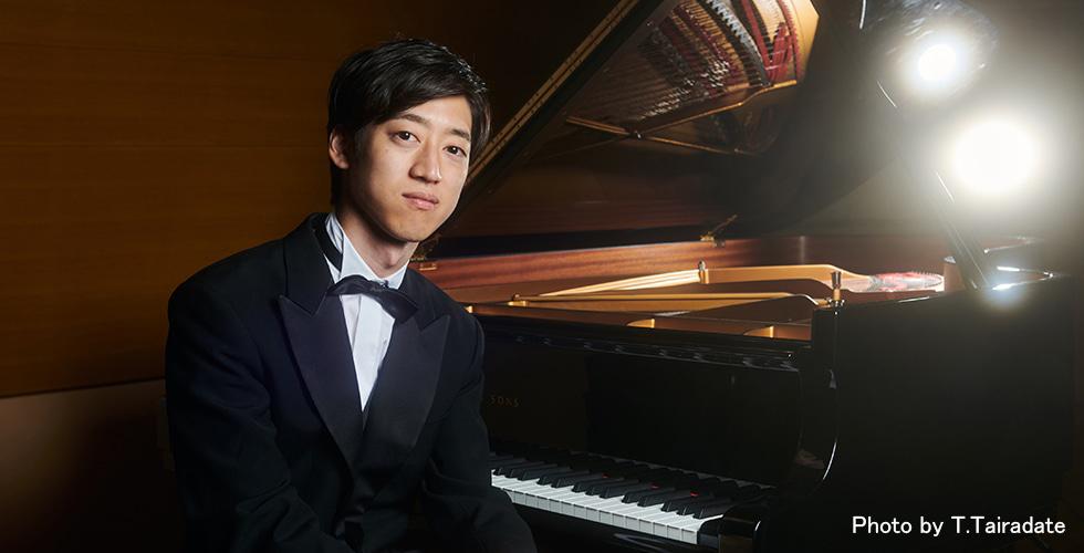 6月にデビュー・アルバムを発表、現役の東大院生でユーチューバーの顔も持つ、角野隼斗とは?