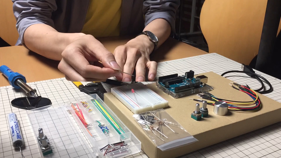 「Arduinoをはじめようキット」に含まれているパーツのみを使う(6)