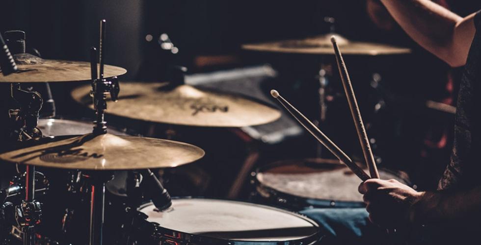 【パンク/メタル/プログレ】ロック好きライターが選ぶドラムが凄い名曲10選