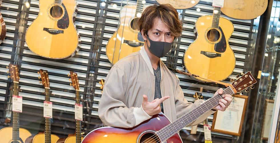 """楽器演奏大好き芸人""""西村ヒロチョ""""ギターを買う@ヤマハ銀座店"""