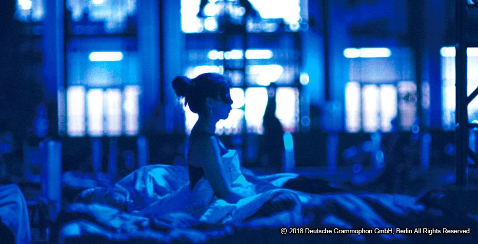 「眠りながら聴く、8時間以上の生演奏」に密着した音楽ドキュメンタリー ~マックス・リヒター本人に聴く、前代未聞の問題作《スリープ》とは何なのか?
