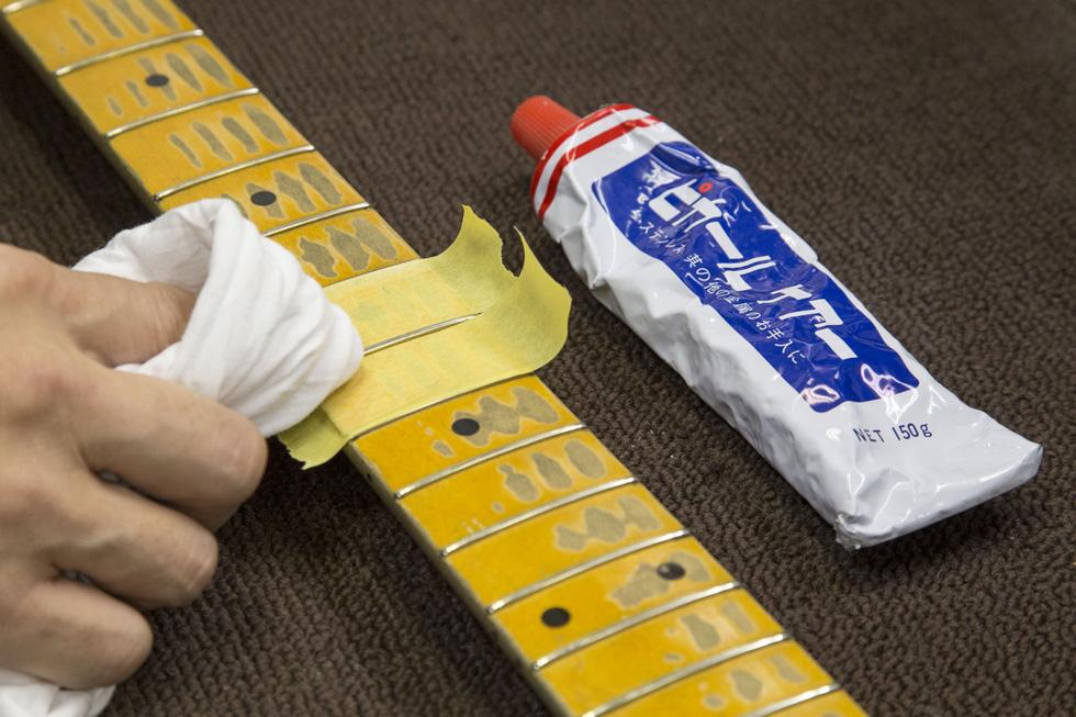 クリーニングでギターをピカピカに!(1)